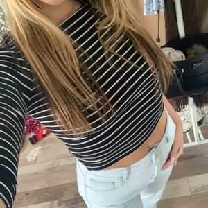 Black and white stripped quarter sleeve crop top